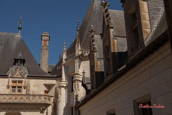 Cour intérieure du Château de Chaumont-sur-Loire, Loir-et-Cher, Région Centre-Val-de-Loire. Lundi 13 juillet 2020. Photographie © Christian Coulais