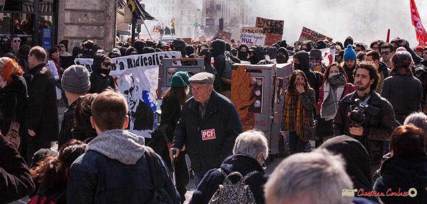 """14h41 """"Le train-train des lycéens/étudiants 4"""". Manifestation intersyndicale de la Fonction publique/cheminots/retraités/étudiants, place Gambetta, Bordeaux. 22/03/2018"""
