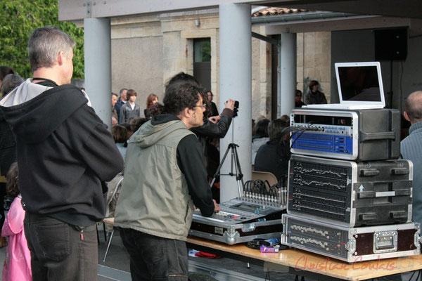 Les techniciens de la sonorisation. Big Band Jazz du Collège Eléonore de Provence, de Monségur (promotion 2010). Festival JAZZ360 2010, Cénac. 12/05/2010