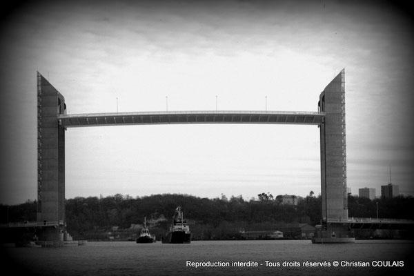Pont Jacques Chaban-Delmas et son tablier levé (noir & blanc). Bordeaux, samedi 16 mars 2013