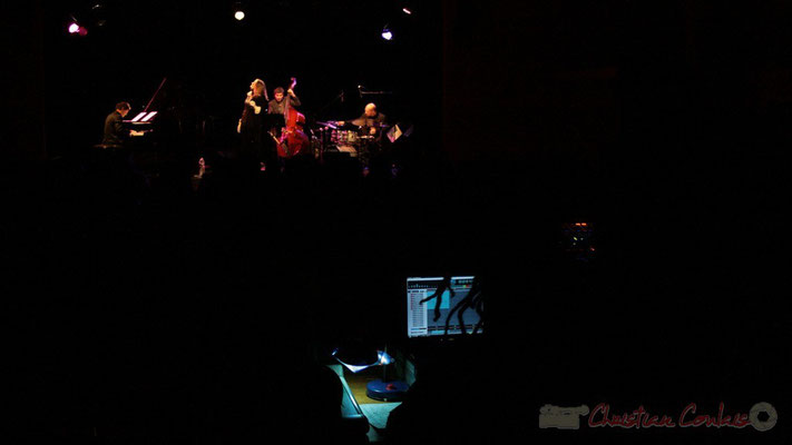 Lo Jay et Serge Moulinier Trio, depuis la table de mixage son. Festival JAZZ360 2010, salle culturelle de Cénac. 12/05/2010