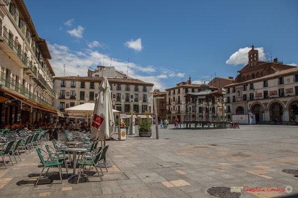 Plaza de Los Fueros. La dénommée Plaza Nueva fut construite entre 1687 et 1691, à l'extérieur de l'enceinte médiévale, au dessus du lit du Queiles. Tudela, Navarra
