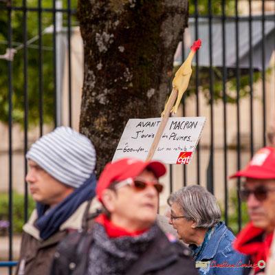 """10h31 """"Avant Macron, j'avais des plumes...-600 euro / an sur ma retraite."""" Cours d'Albret, Bordeaux. 01/05/2018"""