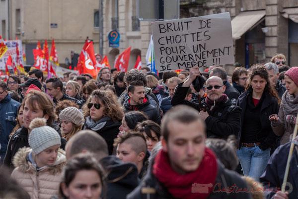"""14h29, """"Bruit de chiottes pour un gouvernement de merde"""". Place Gambetta"""