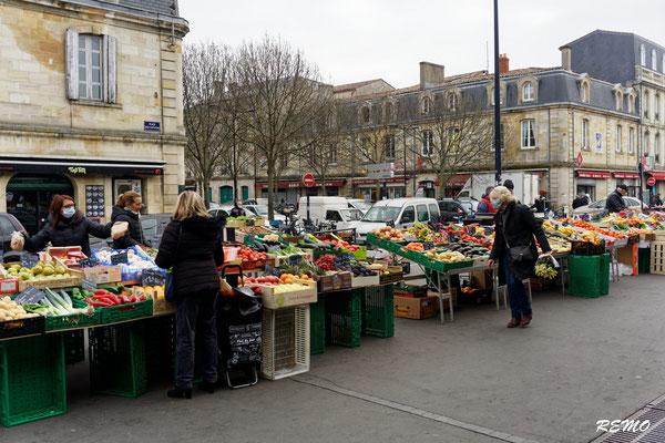 Marché de Saint-Michel et ses alentours, Bordeaux. Samedi 6 mars 2021. Photographie © Raymond Joubert