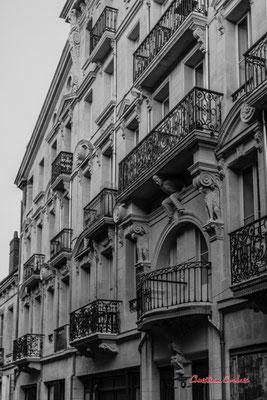 """""""Façade ouvragée au blacon supporté"""" Quartier Saint-Michel, Bordeaux. Mercredi 24 juin 2020. Photographie © Christian Coulais"""