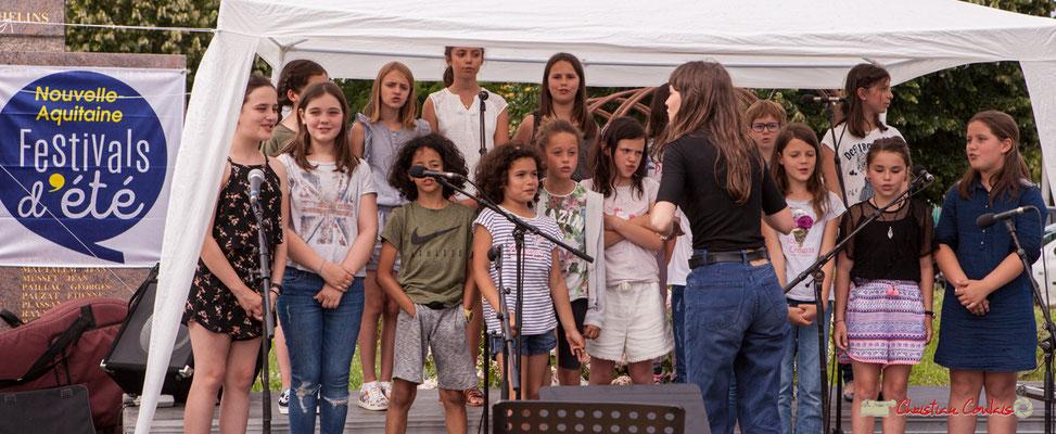Pratiques artistiques scolaires : chorale des TAP de Cénac, conduite par Caroline Turtaut, cheffe de cœur. Festival JAZZ360, Cénac. 08/06/2018