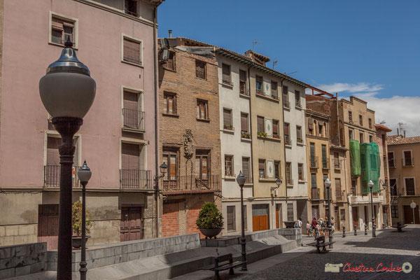 Façades de maisons. Plaza Vieja, Catedral Santa Maria la Blanca, Tudela, Navarra