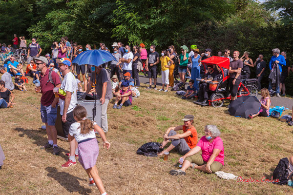 Pause musicale à la gare d'Espiet, piste cyclable Roger Lapébie avec Astaffort Mods. Ouvre la voix, samedi 4 septembre 2021. Photographie © Christian Coulais