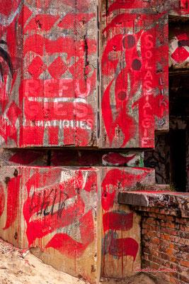 """Graffs """"Réfugiés climatiques"""" & Solastalgie"""" Bunker, batterie des Arros, mur de l'Atlantique, Soulac-sur-Mer. Samedi 3 juillet 2021. Photographie © Christian Coulais"""