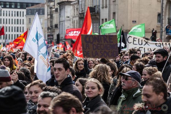 """14h27, """"Contre la déchéance de la société"""". Place Gambetta"""