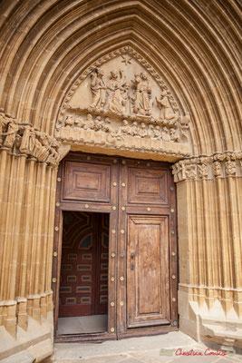 Portal del Sur, siglo XIV, una de las mejores obras del gótico navarro, que consta de 10 archivoltas rotas y arremolinadas que se elevan en ogiva. Santuario-Fortaleza de Santa María de Ujué, Navarra