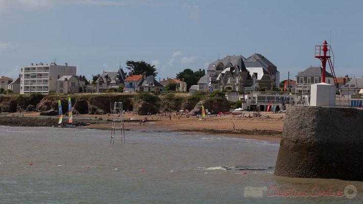 Croix-de-Vie depuis la jetée de la Garenne, avec la tourelle babord. Saint-Gilles-Croix-de-Vie, Vendée, Pays de la Loire