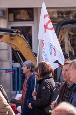 15h07 Militantes de la France insoumise Entre-Deux-Mers. Manifestation intersyndicale de la Fonction publique/cheminots/retraités/étudiants, place Gambetta, Bordeaux. 22/03/2018