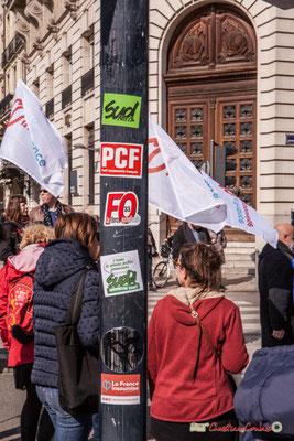 """15h24 """"Autocollants militants, activist stickers pour Macron"""" Manifestation intersyndicale de la Fonction publique/cheminots/retraités/étudiants, place de la Comédie, Bordeaux. 22/03/2018"""
