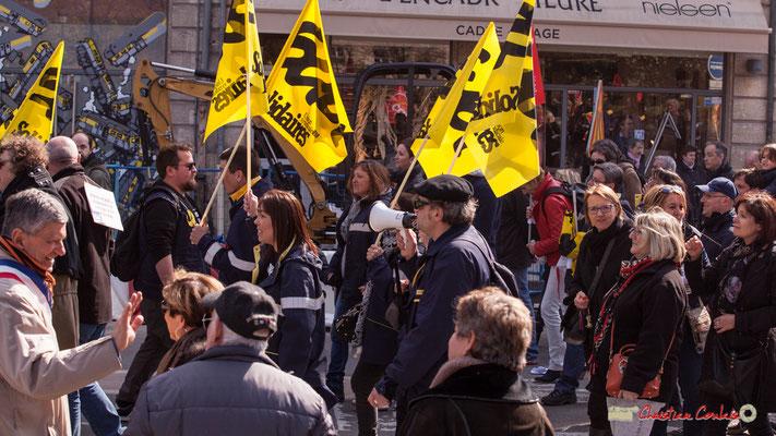 14h49 Factrices/facteurs Sud Solidaires. Manifestation intersyndicale de la Fonction publique/cheminots/retraités/étudiants, place Gambetta, Bordeaux. 22/03/2018