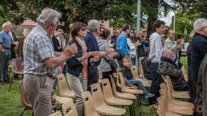 Un public conquis. Big Band Jazz de l'école de musique de Cenon, dirigé par Franck Dijeau. Festival JAZZ360 2016, Cénac, 11/06/2016