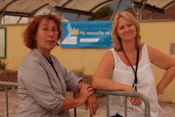 Les bénévoles ne vont pas tarder à ouvrir la salle culturelle (Annie Robert, Marie Raducanu). Festival JAZZ360 2011, Cénac. 03/06/2011