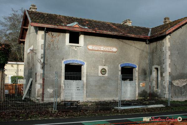 Gare ferroviaire de Citon-Cénac en cours de réhabilitation. Cénac, 05/12/2009