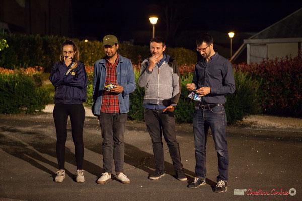 00h49 Laure Sanchez, Johary Rakotondramasy, Hugo Raducanu, Nicolas Girardi écoutent avec amusement le bœuf joué par Eym Trio. Après-concert, Festival JAZZ360, 10 juin 2017