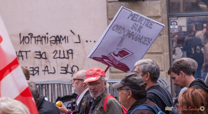 """""""Meurtre sur ordonnances"""" Manifestation intersyndicale de la Fonction publique, place Gambetta, Bordeaux. 10/10/2017"""