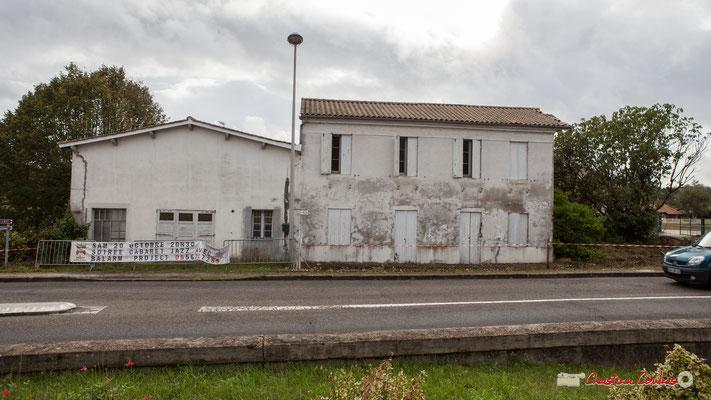 Avenue de Bordeaux, maison d'habitation, ses chais. Ici se situait le Garage Goursolle. Cénac, 11/10/2012