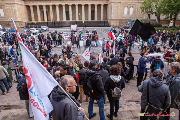 10h06 Arrivée remarquée des mouvements anarchistes. Place de la République, Bordeaux. 01/05/2018