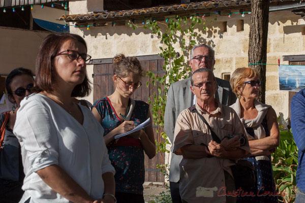 Cécile Duflot écoute attentivement chacun des intervenants. Jean-Marie Darmian, Conseiller départemental de la Gironde, est là aussi.