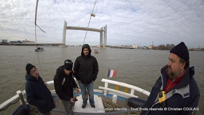 La gabarre les Deux Frères et son équipage vont à la rencontre du Belem. Bordeaux, samedi 16 mars 2013