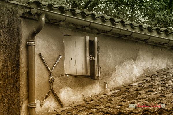 Tiran d'ancrage et petite fenêtre, Domaine de Malagar. Centre François Mauriac, Saint-Maixant. 28/09/2019 Reproduction interdite - Tous droits réservés © Christian Coulais