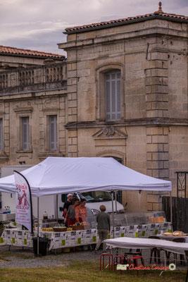 Restauration locale à déguster sur place. Festival JAZZ360 2019, parc du château de Pomarède, Langoiran. 06/06/2019