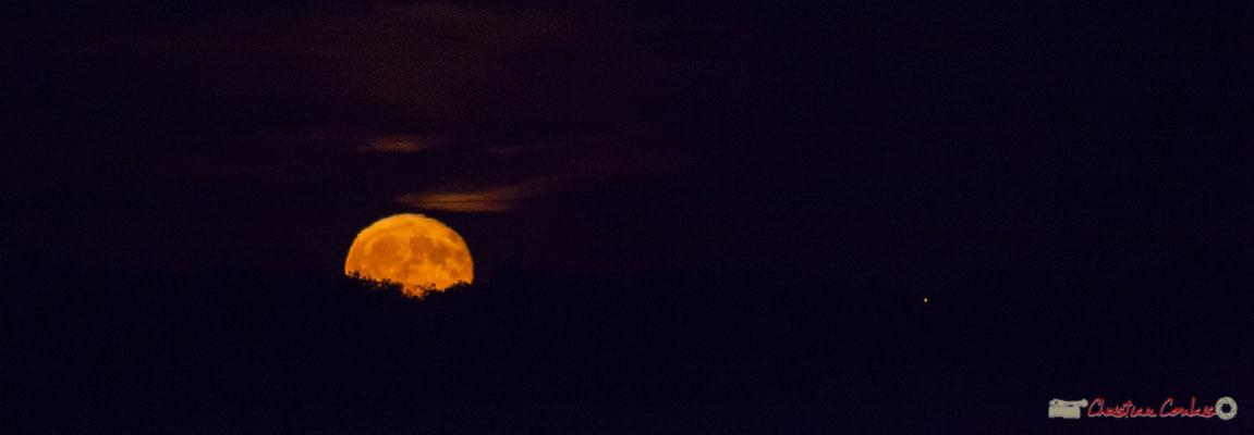 20h27. Lever de lune sur Cénac. 06/10/2017