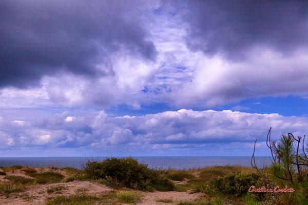"""""""Ciel d'été"""" Batterie des Arros, mur de l'Atlantique, Soulac-sur-Mer. Samedi 3 juillet 2021. Photographie © Christian Coulais"""
