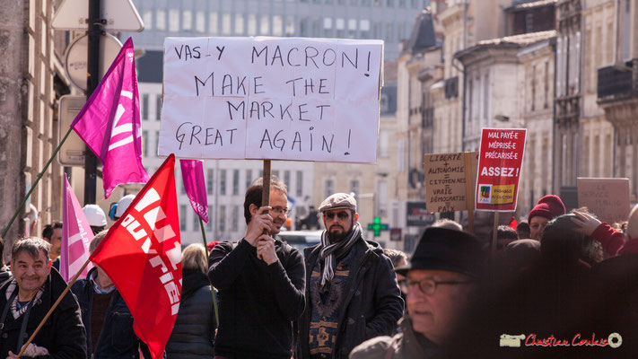 "15h10 ""Vas-y Macron ! Make the market great again !"" Manifestation intersyndicale de la Fonction publique/cheminots/retraités/étudiants, place Gambetta, Bordeaux. 22/03/2018"