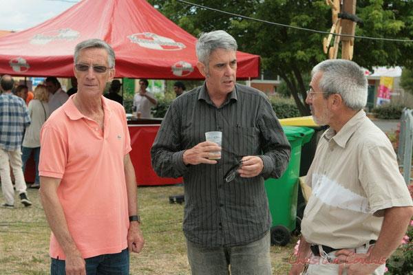 Gérard Pointet, élu de Cénac, Jean-Paul Robert, Bénévole, Jean-Luc Camiliéri, élu de Cénac; Apéritif inaugural en hommage aux bénévoles, Festival JAZZ360, Cénac. 04/06/2011