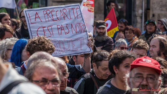 """""""La précarité c'est pas notre projet"""" Manifestation contre la réforme du code du travail. Place Gambetta, Bordeaux, 12/09/2017"""