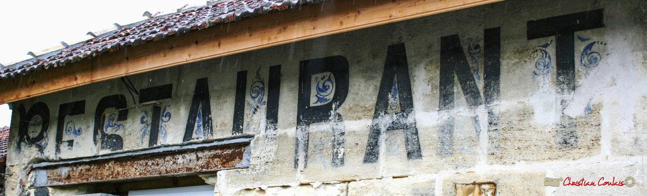 Ancien restaurant de la gare de Citon-Cénac en cours de réhabilitation. Cénac, 21/12/2009