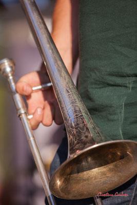 """Trombone à coulisse  """"King Liberty model"""" de Gaëtan Martin ; Crawfish Wallet. Vendredi 25 juin 2021, M.A.S. LADAPT, Camblanes-et-Meynac. Photographie © Christian Coulais"""