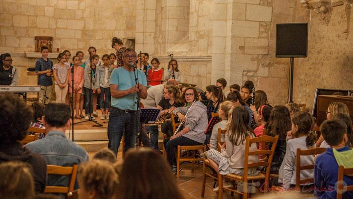 Richard Raducanu présente Caroline Turtaut et les élèves du TAP (Temps d'Accueil Pésiscolaire) de l'école primaire de Cénac, 10/06/2016