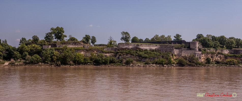 Œuvre du célèbre ingénieur Sébastien Vauban, le Verrou de l'estuaire ou triptyque défensif unique en France : La Citadelle de Blaye, le Fort Paté (situé sur l'île Paté) et le Fort Médoc à Cussac-Fort-Médoc. 06/05/2018