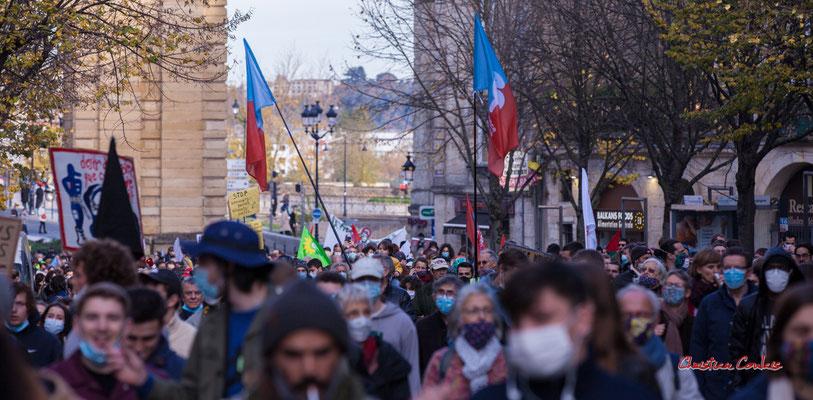Manifestation contre la loi Sécurité globale. Samedi 28 novembre 2020, cours Victor Hugo, Bordeaux. Photographie © Christian Coulais