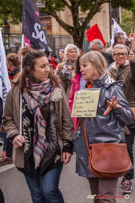 """10h42 """"MACRON : Mépris, Arrogance, Casses sociales, Rictus, O cervice des saigneurs, Niveau  Tatcher"""" Cours d'Albret, Bordeaux. 01/05/2018"""