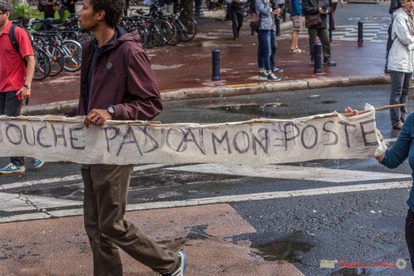 """""""Touche pas à mon poste"""" Manifestation contre la réforme du code du travail. Place Gambetta, Bordeaux, 12/09/2017"""