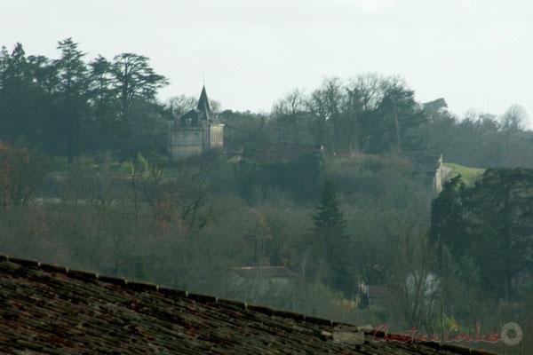 Châteaux, bois, vignobles se succèdent sur les côtes de Bordeaux. Cénac