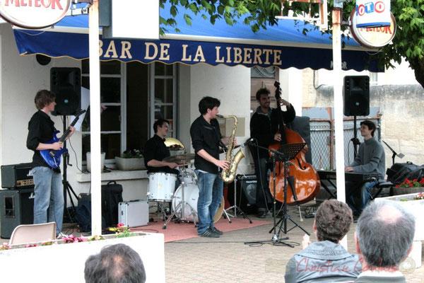Mathias Monseigne, Hugo Raducanu, Paul Robert, ?, Philippe Gueguen. Ateliers Jazz des Conservatoire d'Agen, Bordeaux, Mont-de-Marsan. Festival JAZZ360 2010, Cénac. 16/05/2010