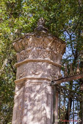 Détail du pilier du portail, Domaine Donlabade. Avenue du Rauzé, Cénac, Gironde. 16/10/2017