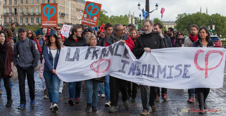 Banderole France Insoumise, et ses centaines de participants. Manifestation du 1er mai 2017, avec la France Insoumise, quai de la Douane, Bordeaux