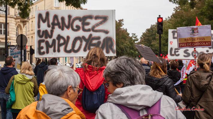 """""""Mangez un employeur"""" Manifestation intersyndicale, Bordeaux, mardi 5 octobre 2021. Photographie © Christian Coulais"""