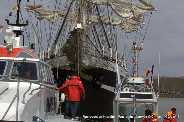 Le Belem et le bateau-pilote sont à quai. Gabare les Deux Frères, Bordeaux, samedi 16 mars 2015