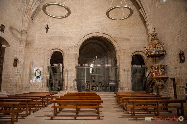 Intérieur de l'église, Sanctuaire-Forteresse de Santa María de Ujué, Navarre / Interior de la iglesia, Santuario-Fortaleza de Santa María de Ujué, Navarra